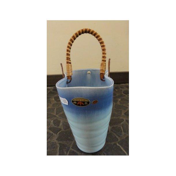 Ikebana vase - Lyseblå med bambus håndtag