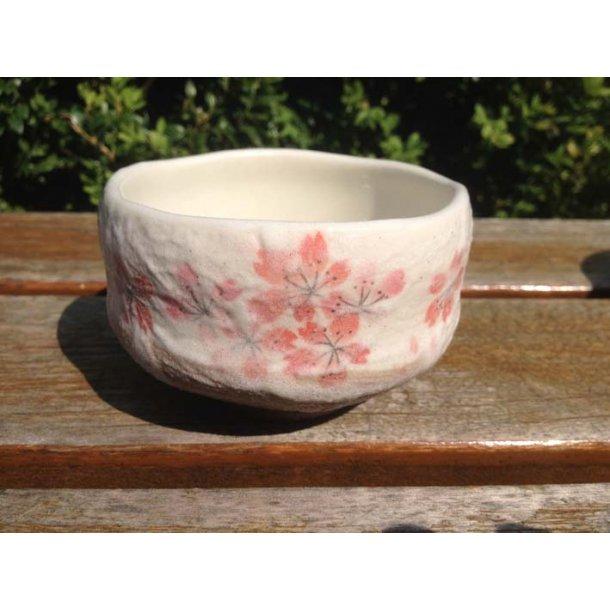 glasseret the kop med kirsebærblomster