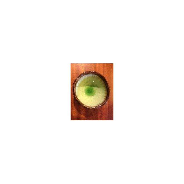 grøn skål med blank glasur
