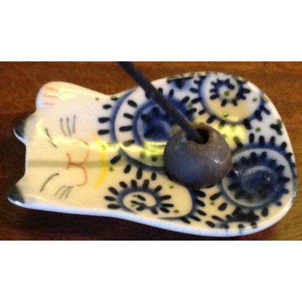 Røgelseholder kat med sneglemønster på maven.