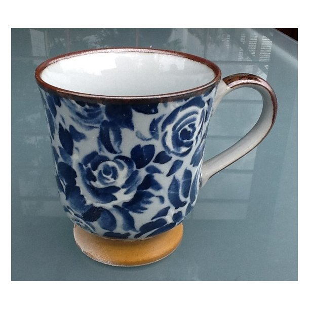 Kaffekop med rosemønstre